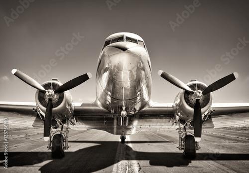 Obraz airplane on a runway - fototapety do salonu