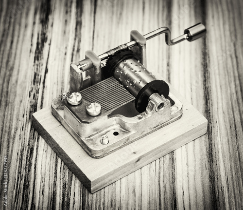 Photo  Old little music box on the wooden background, black and white