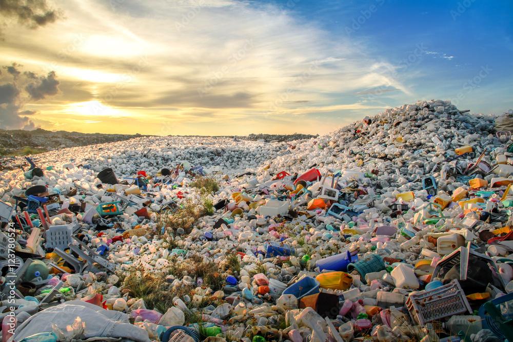 Fototapety, obrazy: Plastic bottles at landfill