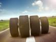 Reifen rollend auf der Strasse