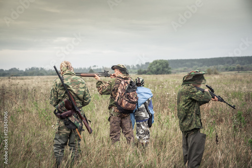 Foto op Aluminium Jacht Hunters preparing for hunting in rural field in overcast day during hunting season