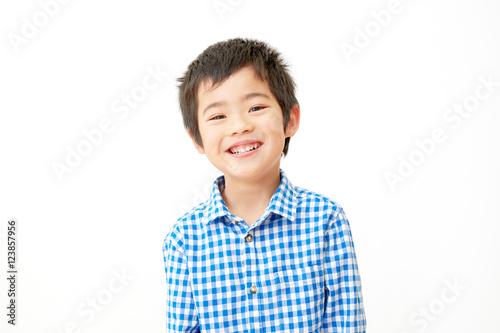 男の子 笑顔 白バック