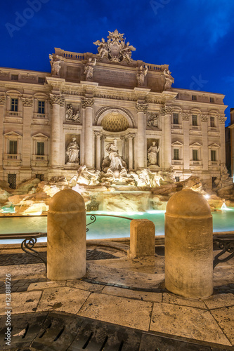 peaceful at fontana di trevi, rome Canvas Print