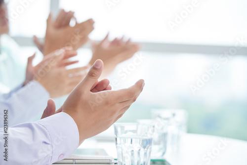 Fotografía  Clapping to speaker