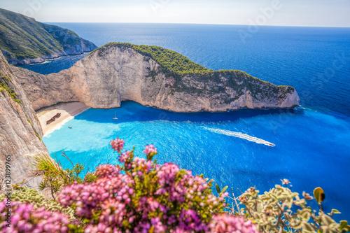 Fotografía Navagio beach with shipwreck and flowers on Zakynthos island in Greece