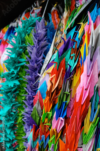 Spoed Foto op Canvas Paradijsvogel Strings of colorful paper cranes