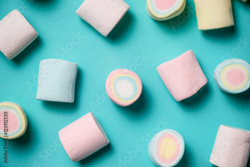 Fotografie, Obraz  Top view of pastel colored marshmallow on a blue background. Min