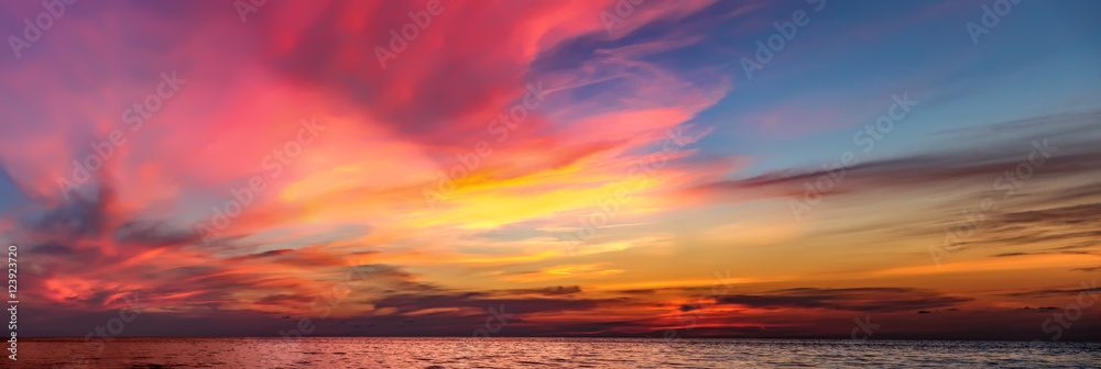 Fototapeta Tropical colorful dramatic sunset with cloudy sky . Evening calm on the Gulf of Thailand. Bright afterglow.