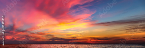 Foto op Plexiglas Zee zonsondergang Tropical colorful dramatic sunset with cloudy sky . Evening calm on the Gulf of Thailand. Bright afterglow.
