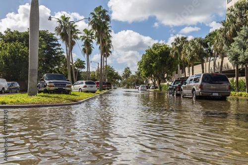 Zdjęcie XXL powodzie na Las Olas, FL / króla, który przynosi słoną wodę na ulice.