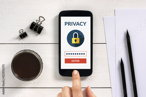 Fotografía  Online privacy concept on smart phone screen with office objects