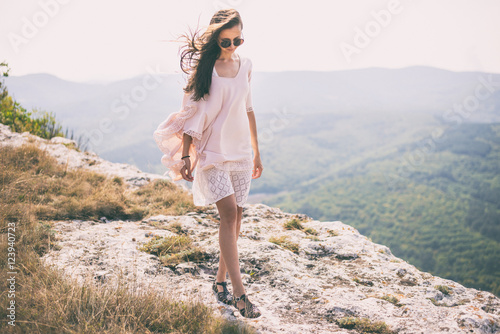 Photo  Woman in mountain during european vacation