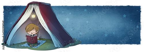Fotografie, Obraz  niño leyendo un libro de noche