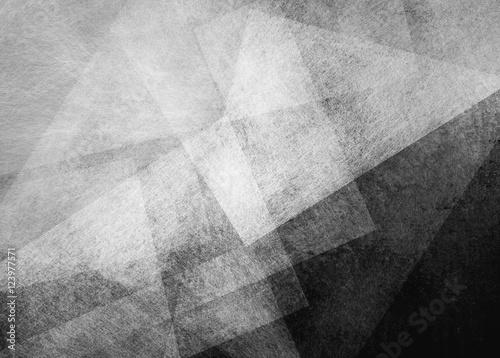abstrakcyjne-czarne-tlo-z-bialym-przezroczystym-trojkatem