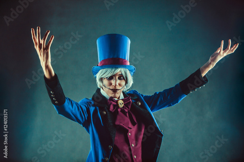 Fotografia  Smiling circus actor in blue tuxedo is presenting something.