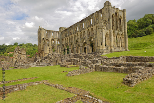 Foto op Aluminium Rudnes Ruins of the medieval Cistercian Rievaulx Abbey near the market town of Helmsley in North Yorkshire, England