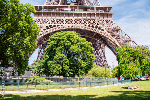 Eiffel Tower view from Champ de Mars in Paris, France Plakat