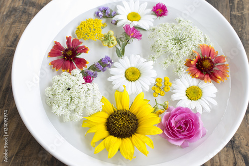 Fotografering  Feng Shui, Flowers in a Bowl with Water