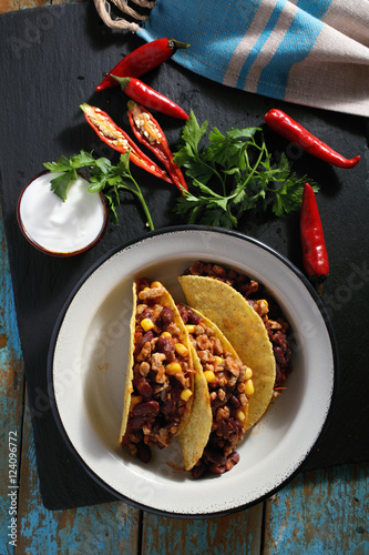 фотографія  Tacos with chili con carne