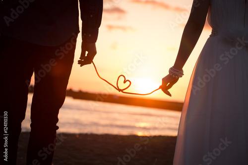 結婚式、夕日と愛 Fototapet