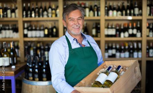 Fotografía  Wine Shop Owner