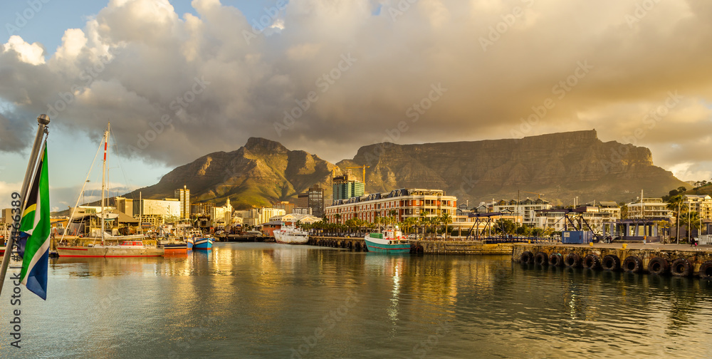 Fototapeta Cape Town Victoria and Alfred Waterfront harbor, Table Mountain sunset, South Africa landscape