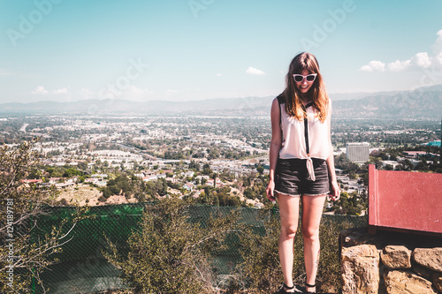 Photo  Girl at Hollywood Hills with panoramic view of Los Angeles