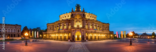 Poster Theater Semperoper in Dresden Panorama bei Nacht
