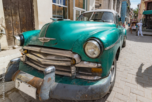 Staande foto Havana old vintage car in historic town of havana, cuba