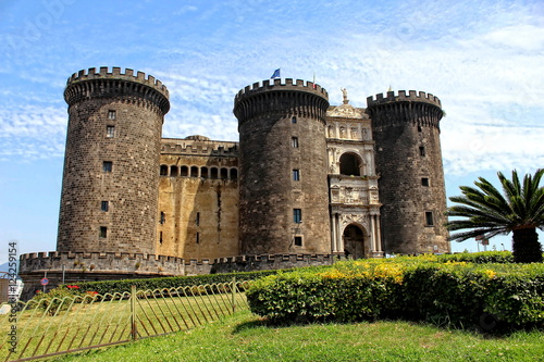 maschio-angioino-zamek-w-neapolu