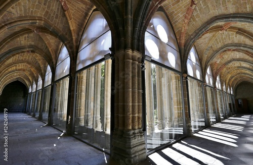 Fotografía  Claustro en el interior de  la Catedral de Cristo Salvador de Ávila templo de culto católico Castilla y León, España