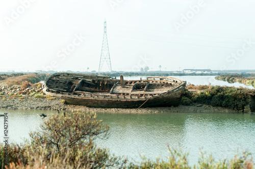 Poster Amusementspark Vieja barca abandonada