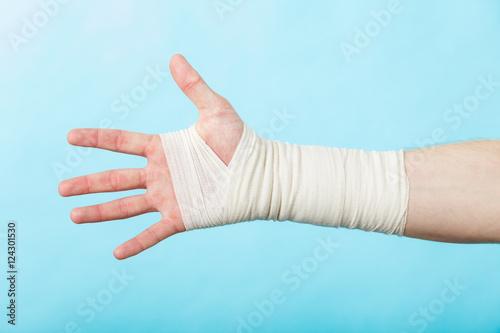 Canvastavla Male hand in bandage.