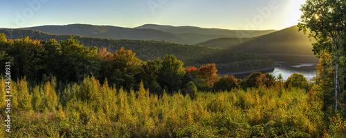 Cuadros en Lienzo Catskills Reservoir Autumn Sunset Panorama
