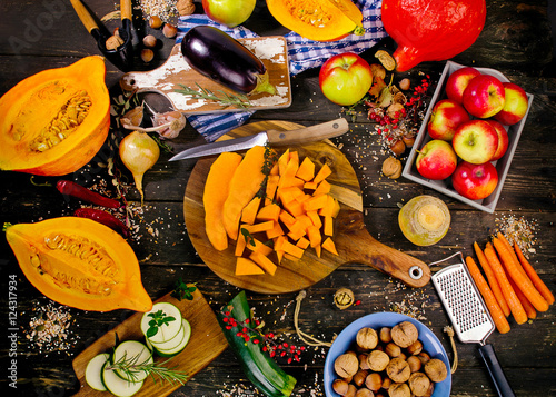 Fotografia  Autumn vegetables and fruits on a dark rustic wooden background.