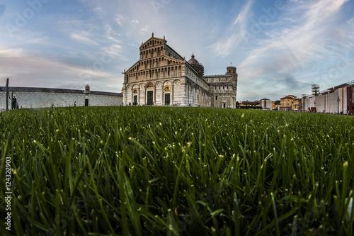 Obraz na plátně La piazza dei miracoli vista dal basso
