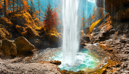 Obraz na Szkle Wasserfall im Herbst in Slowenien