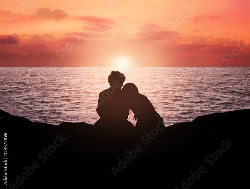 Fotografia, Obraz  giovane coppia sul mare al tramonto