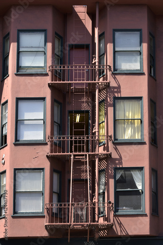 Foto  fire escape in  San Francisco , building with windows and emerg