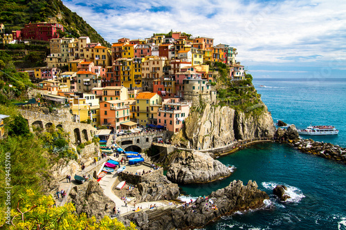 Photo  Traditional picturesque Manarola village, Cinque Terre, Italy, Europe