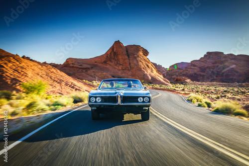 Fotografia, Obraz  driving fast through desert in vintage hot rod car