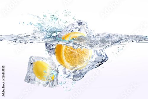 Staande foto Opspattend water レモン