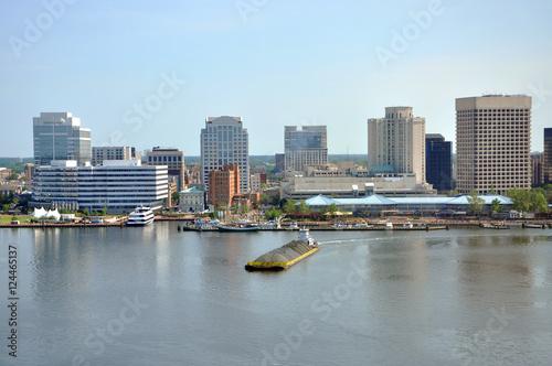 Photo Stands Sydney Norfolk city skyline and Elizabeth River, Virginia, USA.