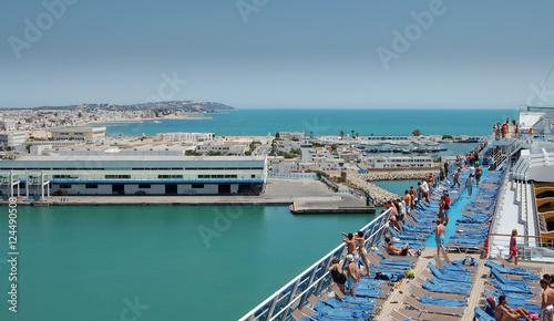 Staande foto Tunesië Túnez, llegada en crucero