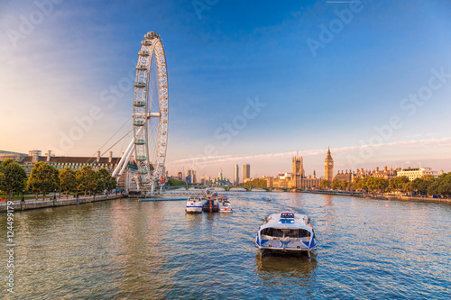 Photo Sunrise with Big Ben, Palace of Westminster, London Eye, Westminster Bridge, River Thames, London, England, UK