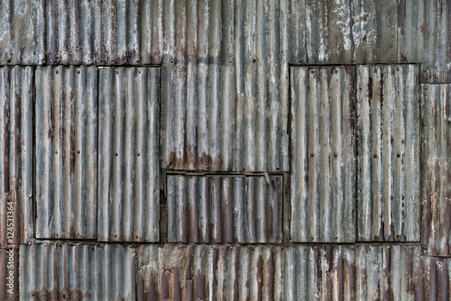 Foto  Rusted corrugated sheet metal wall, Yangon, Myanmar