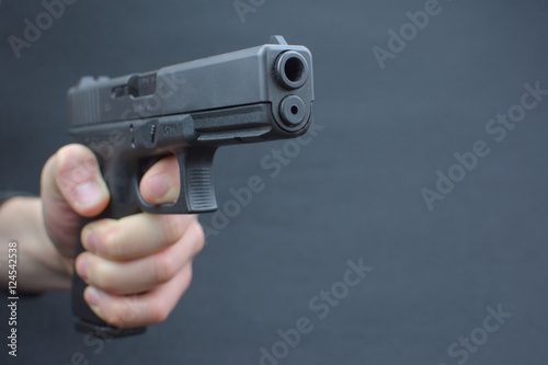 Photo  Waffe in der Hand