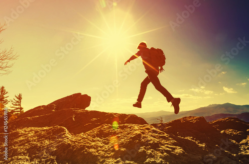 Fotografía Man jumping over gap on mountain hike