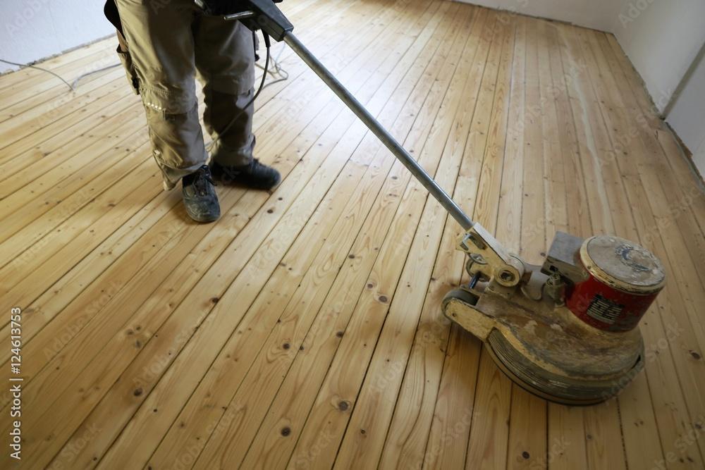 Holzfußboden Schleifen ~ Dielenboden schleifen mit einscheibenmaschine foto poster