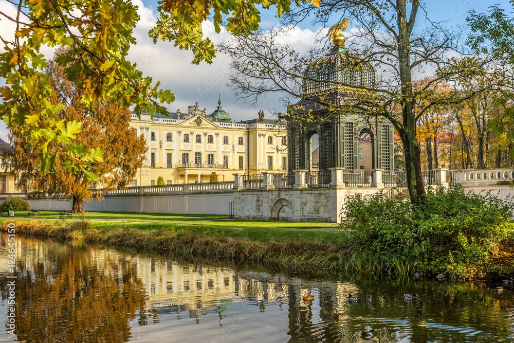 Fototapety, obrazy: Ogród w Pałacu Branickich jesienią